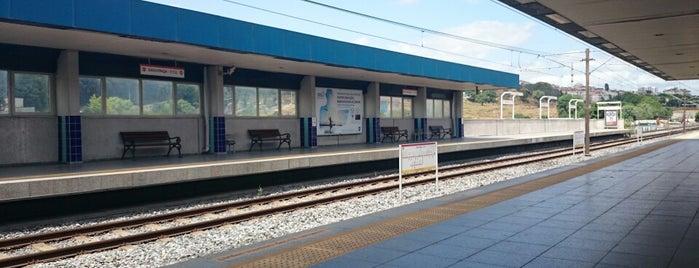 Davutpaşa - Y.T.Ü. Metro İstasyonu is one of M1A / M1B - Metro İstasyonları.