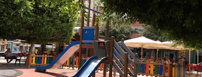 Plaza Navarro Rodrigo is one of Alicante urban treasures.