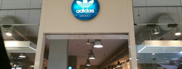 Adidas originals is one of I nostri negozi sportivi preferiti.