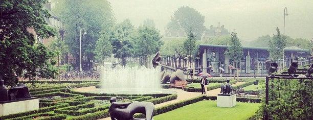 Rijksmuseum Garden is one of Amsterdã, Holanda.