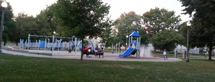 Jesse Owens Park is one of Chicago Park District Fitness Centers.