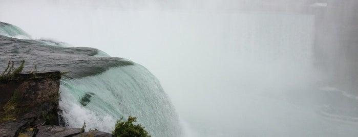 Horseshoe Falls is one of Chasing Waterfalls.