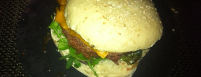 Cilantro Gastrobar is one of MADRID ★ Hamburguesas ★.
