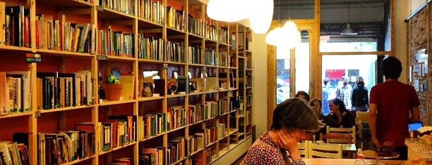 Babèlia Books & Coffee is one of Cosy coffees.
