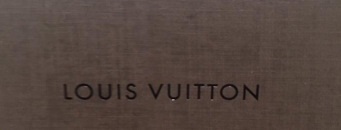 LOUIS VUITTON 立川高島屋店 is one of staffのいるvenues.