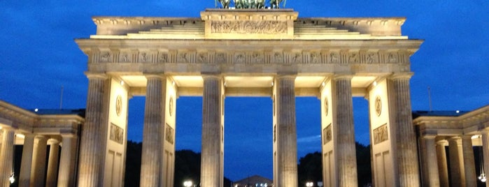 Brandenburger Tor is one of Exploring Berlin..