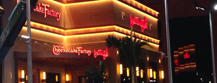 The Cheesecake Factory is one of حلويات.