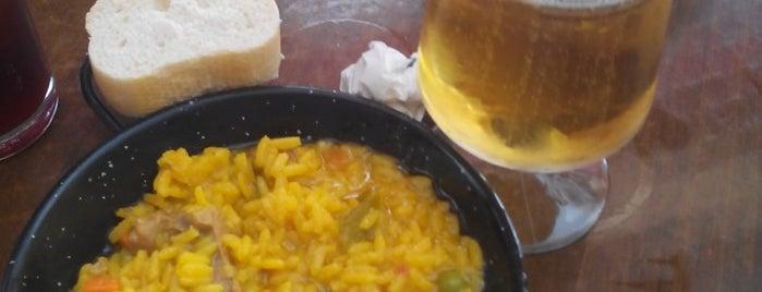 El Montilla bar-tapas is one of Bares.
