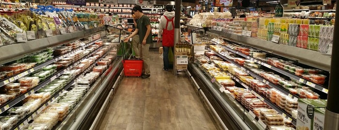 H Mart is one of Nearby Neighborhoods: Central Square.