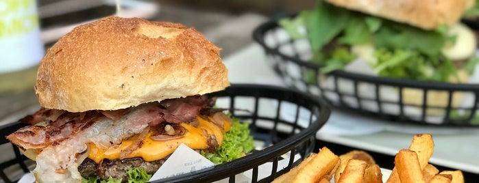 Omnom Burger is one of der tisch.