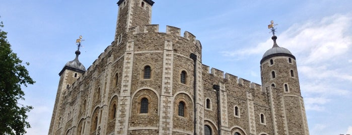 Tower of London is one of London tour.