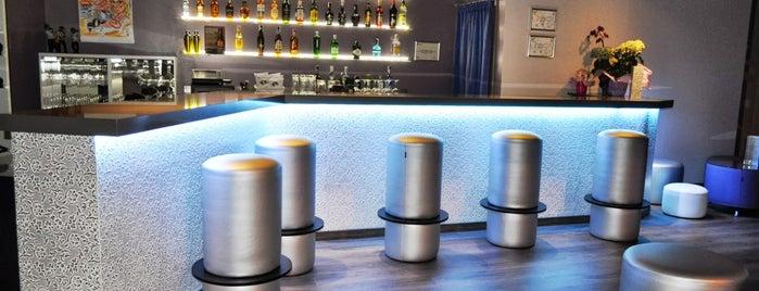Quedem Singles Bar is one of De copas.