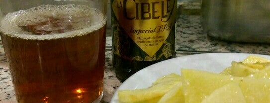 Cervecería La Bodega is one of Comer.