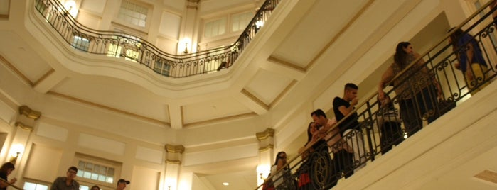 Centro Cultural Banco do Brasil (CCBB) is one of to go / go back.