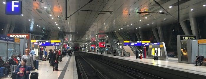 Frankfurt Airport Int'l Railway Station is one of Ausgewählte Bahnhöfe.
