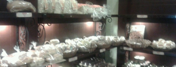 Pan de Manila is one of Makati Fave Spots.