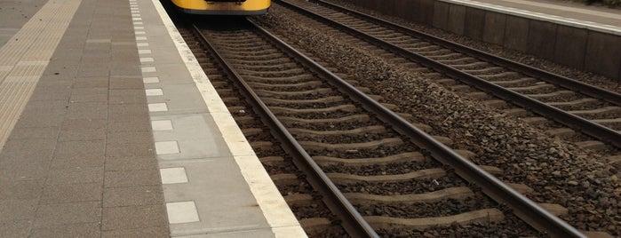 Station Elst is one of Arnhem - Nijmegen.