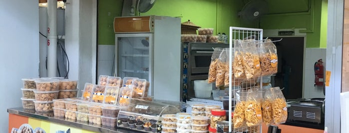 Bahulu Warisan is one of 119 stops for Local Snacks in Singapore.