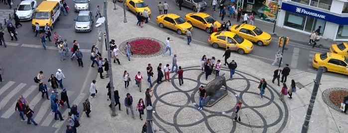 Altıyol Meydanı is one of İstanblue.