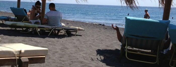 Perivolos Beach is one of Santorini.