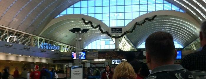 San Antonio International Airport (SAT) is one of Gente buena y buena gente.
