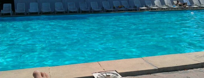 Bleu Ciel is one of Pools.