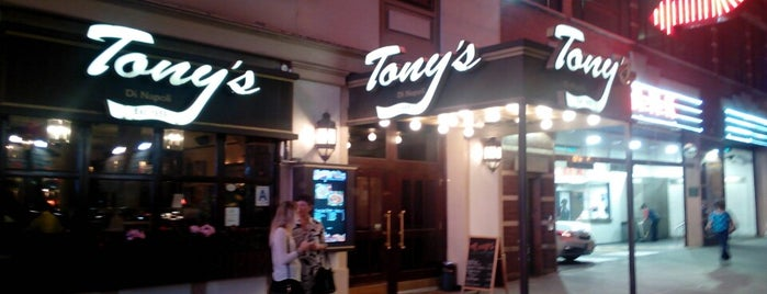 Tony's Di Napoli is one of Favoritos em New York.