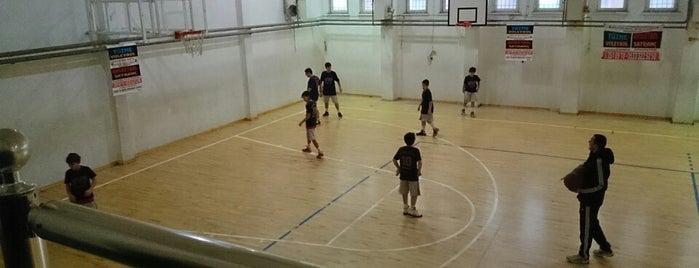 Şişli Anadolu Sağlık Meslek Lisesi is one of her gün yapılanlar.