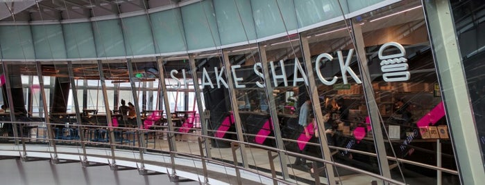 Shake Shack is one of Favoritos em New York.