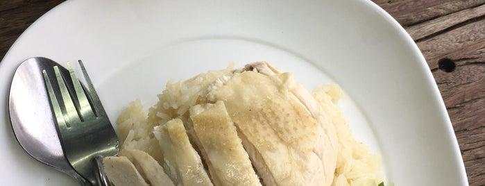 ก๋วยเตี๋ยวไก่มะระ เฮียอ้วน is one of Favorite Food.