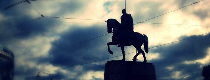 Площадь Александра Невского is one of Места готовые к видеотрансляции.