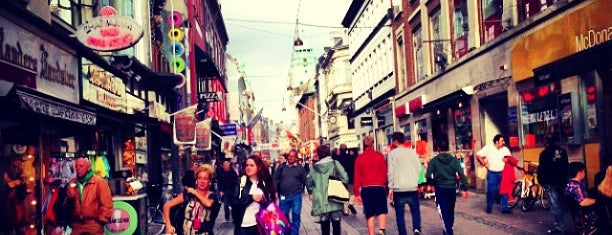 Strøget is one of København: My Shopping, outdoors & chill spots!.