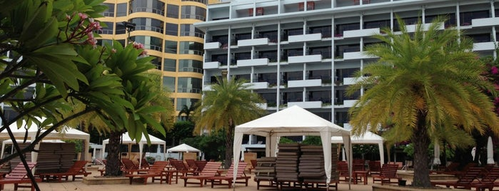 Dusit Thani Pattaya is one of Гостиницы.