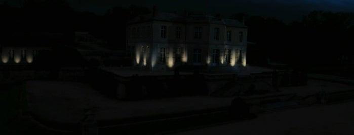 Château de Villette is one of The Da Vinci Code (2006).