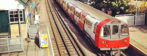 Woodside Park London Underground Station is one of Tube Challenge.