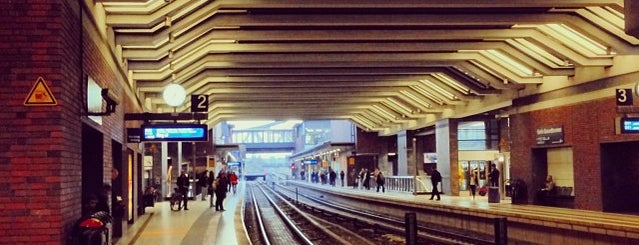 Bahnhof Berlin Gesundbrunnen is one of U-Bahn Berlin.