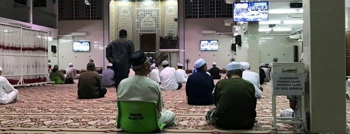 Masjid Al-Ansar Taman Keramat is one of Masjid Dan Surau.