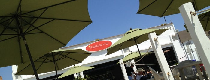 Perry's Beach Cafe is one of Los Angeles.