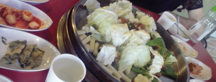 Dakimong Korean Chicken Restaurant is one of FOODS ♥.