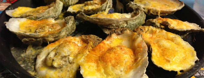 Hunt's Oyster Bar & Seafood Restaurant is one of The Best of the North Florida Gulf Coast.