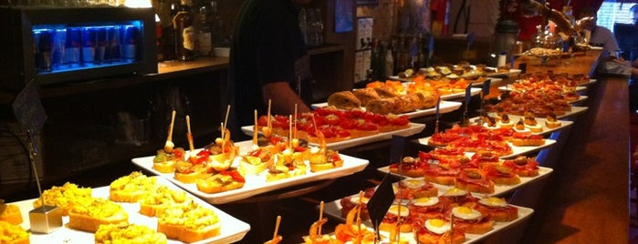 Sancho Bar y Tapas is one of Bares perto de casa..