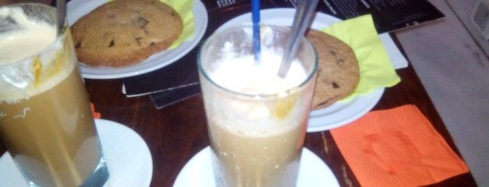 Café Bombón is one of De cervezas!.