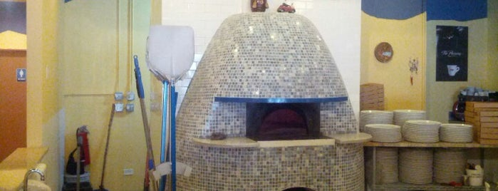 Pizzeria Da Nella Cucina Napoletana is one of Meals to Eat.