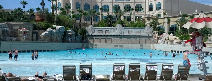 The 15 best places with a swimming pool in las vegas - Las vegas swimming pools ...