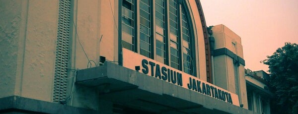 Stasiun Jakarta Kota is one of jihan.