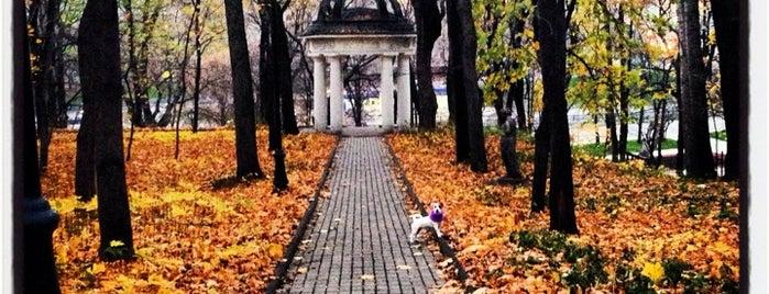 Парк усадьбы Усачевых-Найденовых is one of Москва.