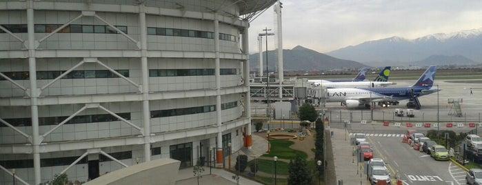 Aeropuerto Internacional Comodoro Arturo Merino Benítez (SCL) is one of Volta ao Mundo oneworld: Santiago.