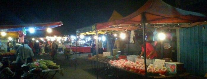 Kepala Batas Night Flea Market (Pasar Malam) is one of Makan @ Utara #12.