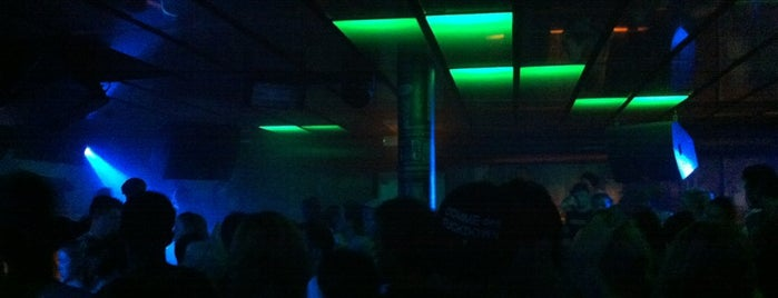 Club 102 is one of Nachts [D].