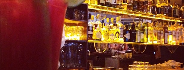 Bar da Dona Onça is one of Henri's TOP Bars!.